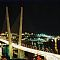 Ночная фотография моста через бухту Золотой Рог