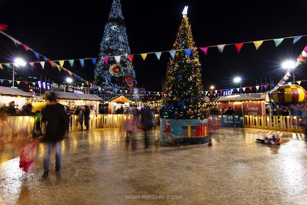 Новогодняя ярмарка на центральной площади Владивостока